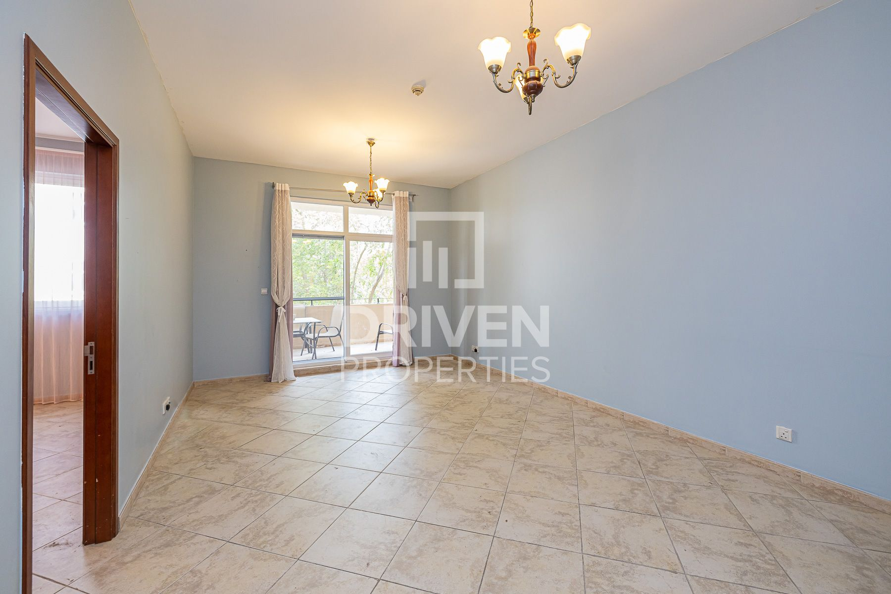 Well-managed Apt with Pool and Garden View