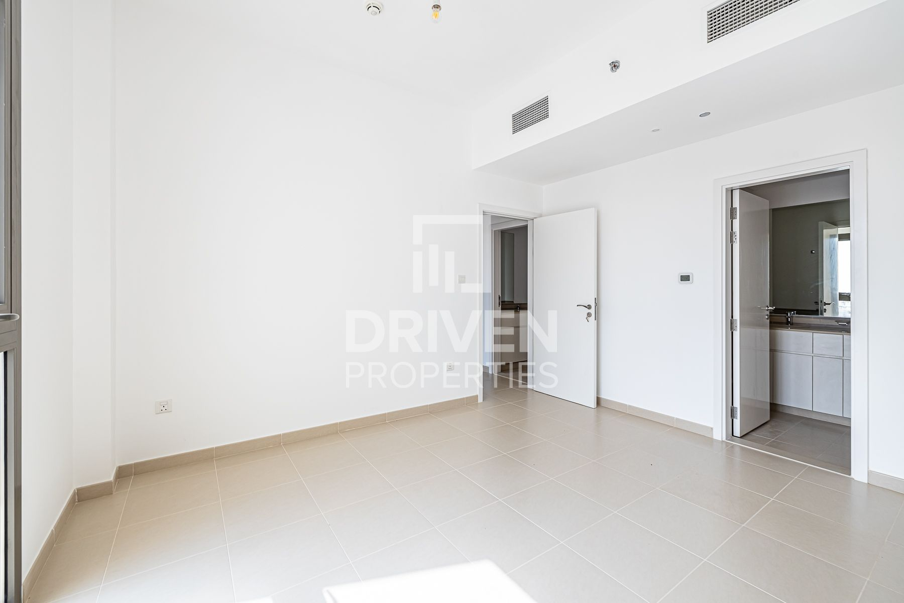 Boulevard View 2 Bedroom Apt with Terrace