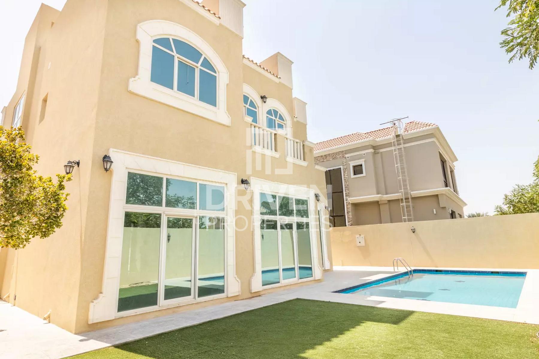 5 Bed Custom Build Villa, Pool Backing Park