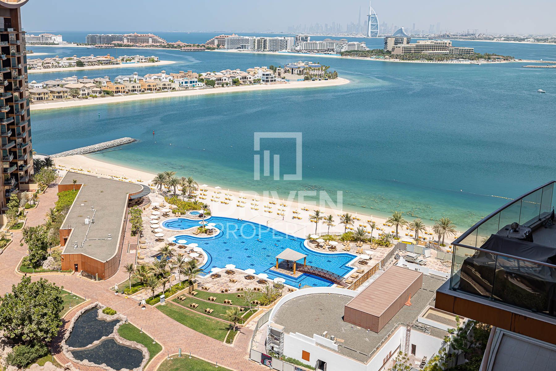 Amazing 4 Bedroom Penthouse with Sea View