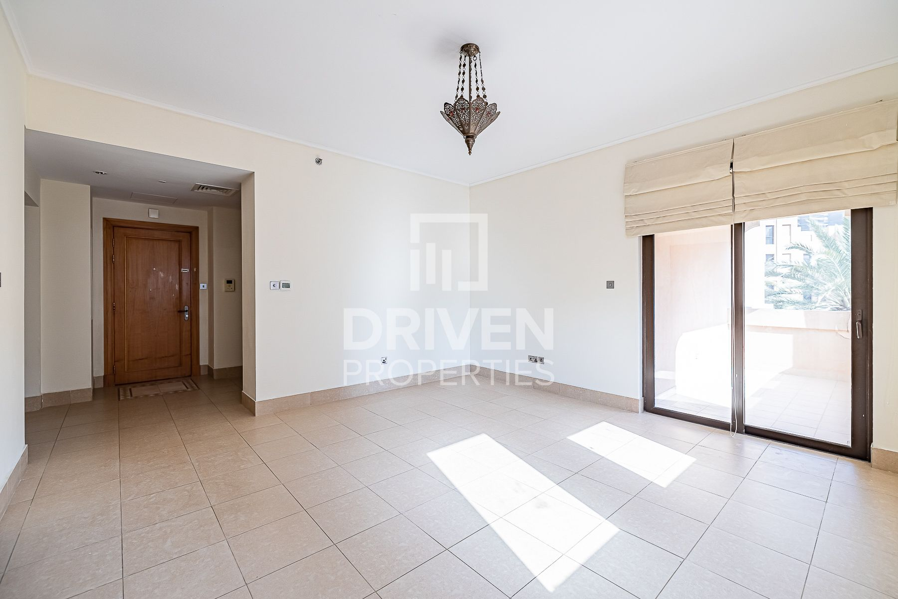 Well-maintained and Bright 2 Bedroom Apt