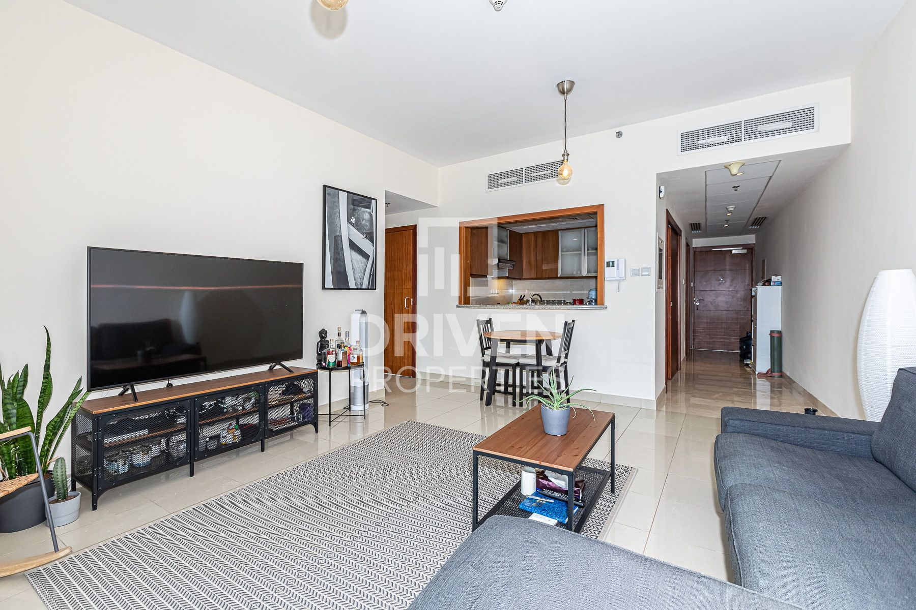Bright and Well-managed Apt, Fountain View