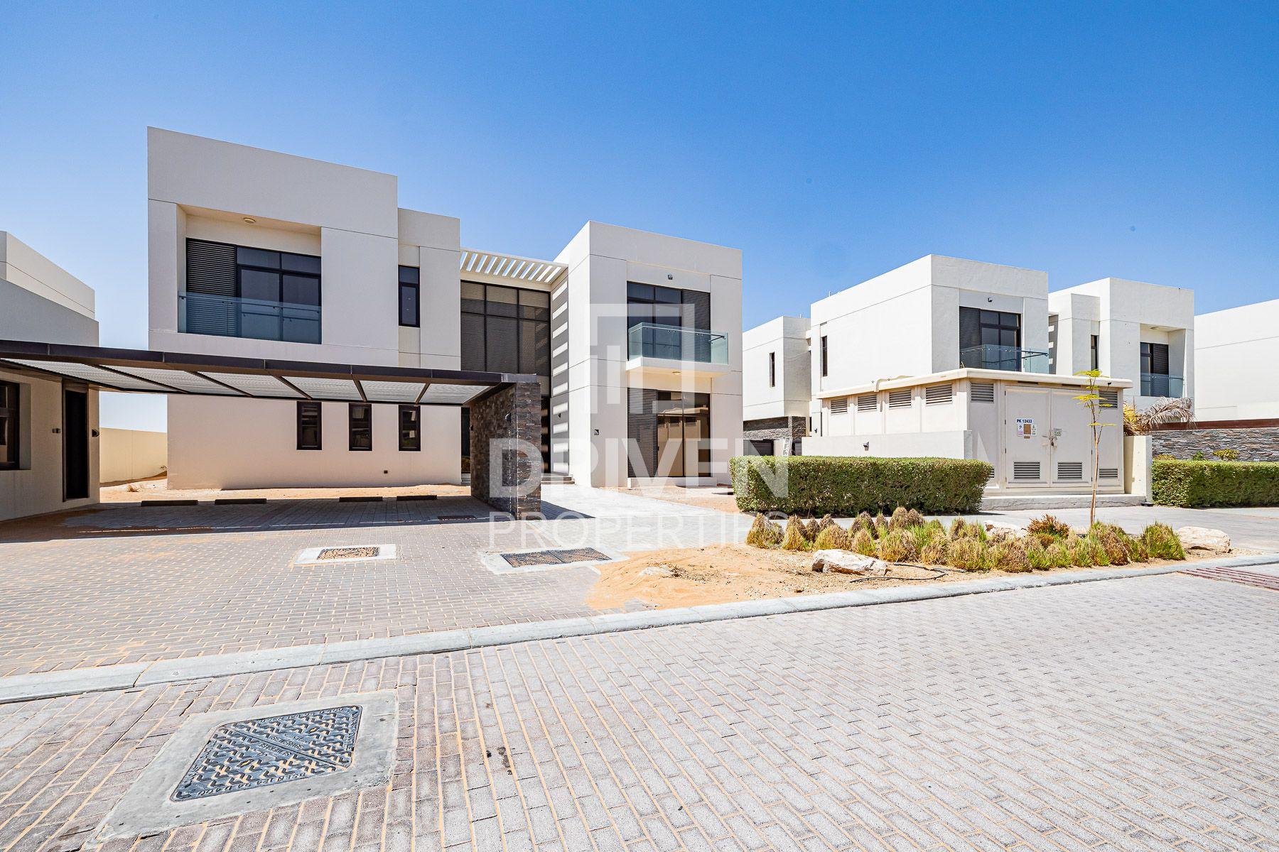 Villa for Sale in Trump Estates - DAMAC Hills (Akoya by DAMAC)