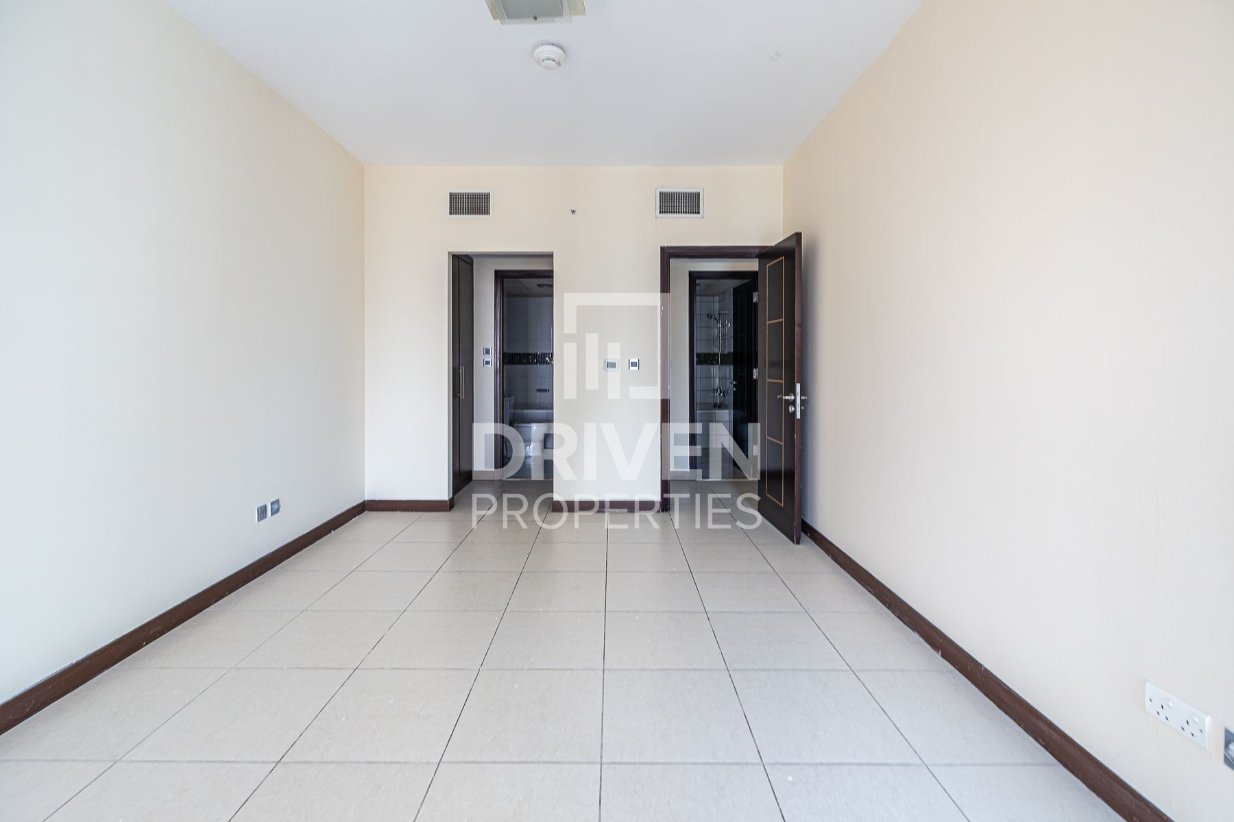 High Floor and Upgraded Apt | Prime Location
