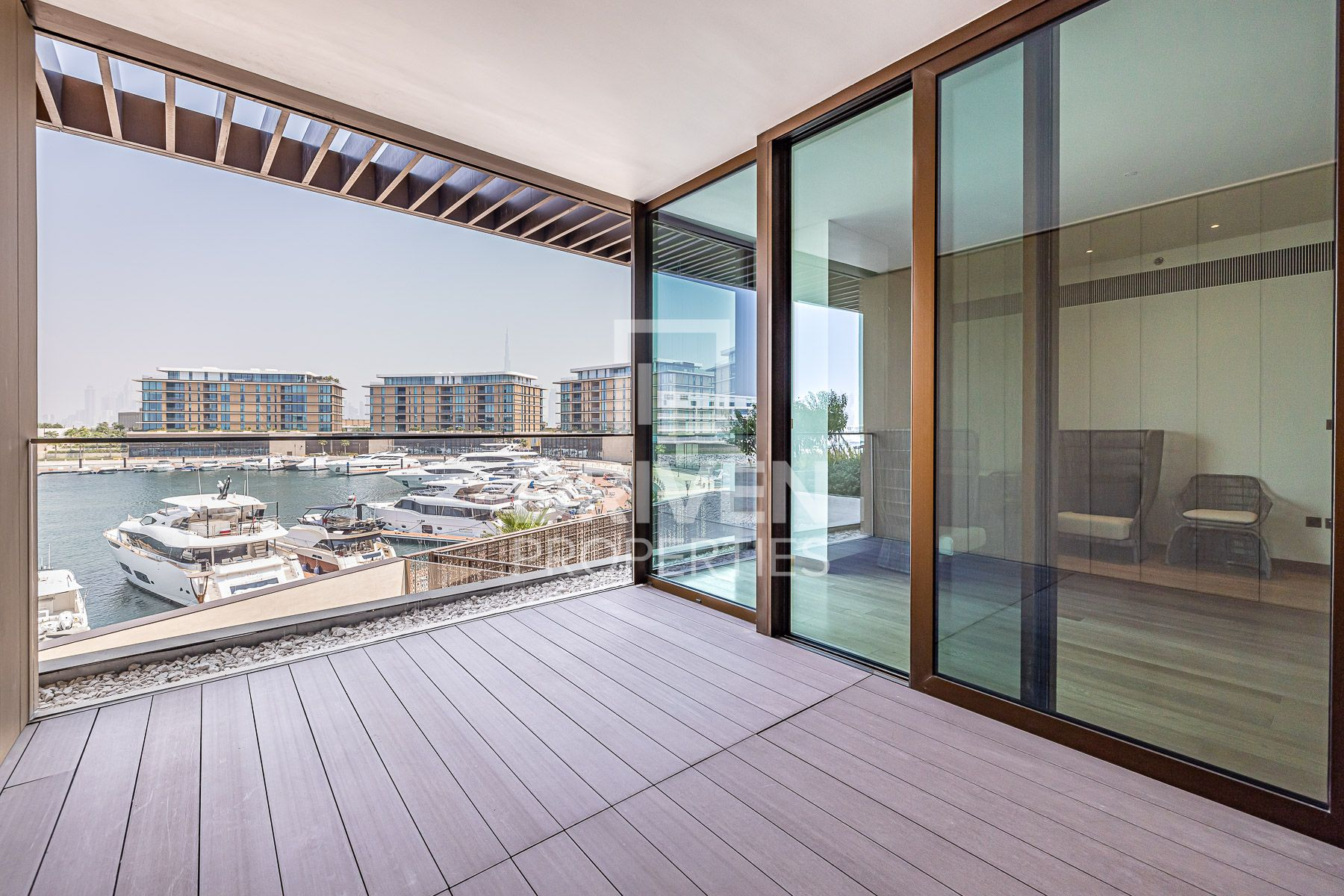 Brand New and Large 2 Bed Apt, Marina View