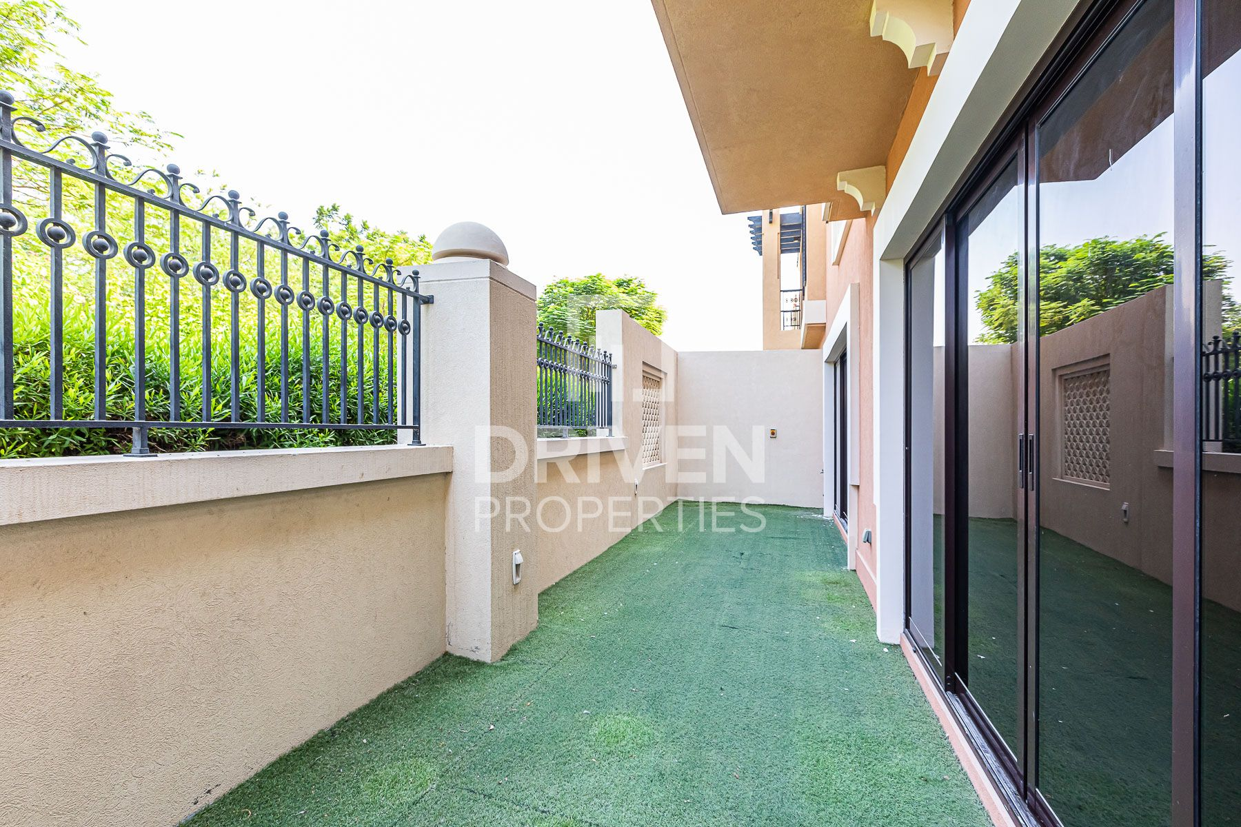 4 Bedroom Townhouse with Equipped Kitchen