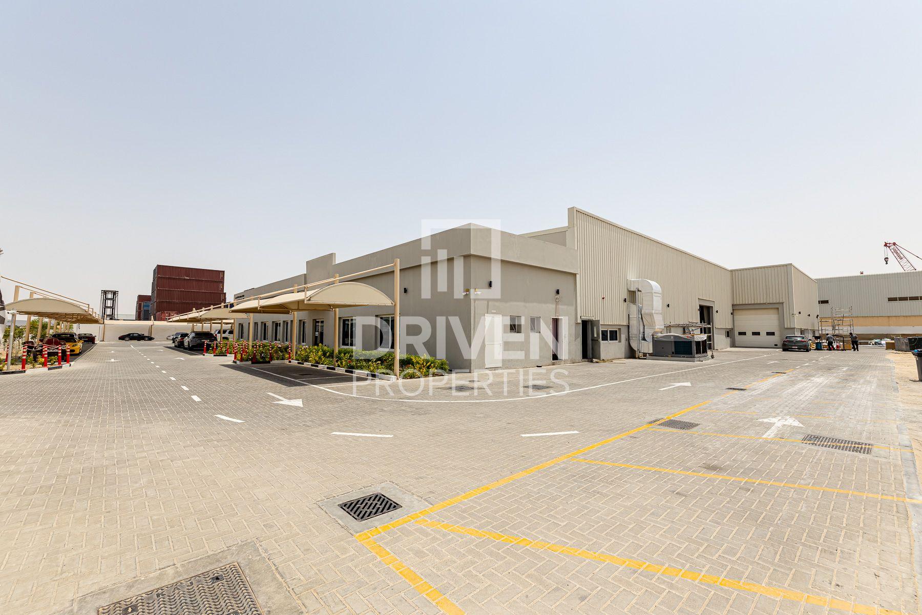 للبيع - مستودع - Transport & Equipment Zone - حديقة دبي الصناعية