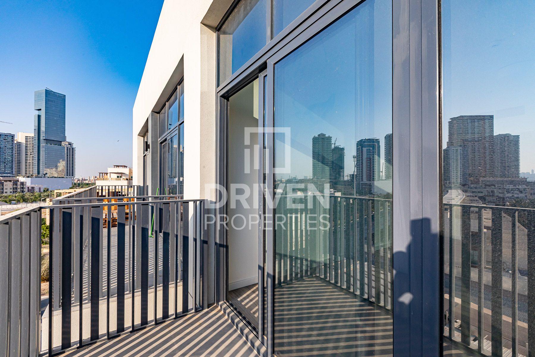 Modern Design and Bright Studio Apartment