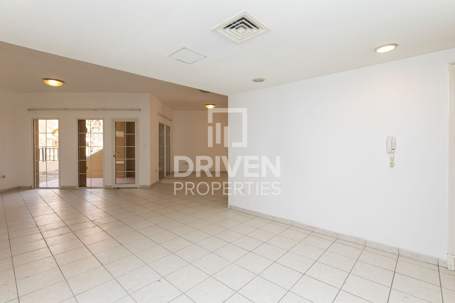 Spacious & Well-managed   Prime Location