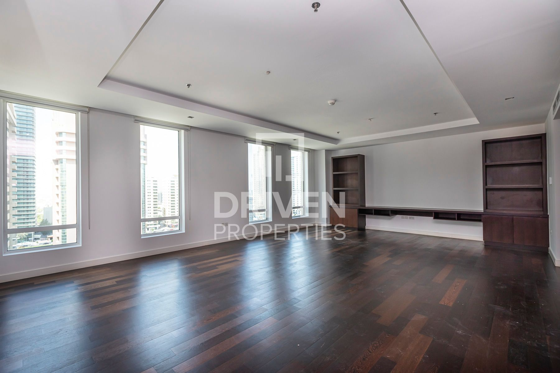 Spacious 1 Bed, Connected to Mall and Ritz