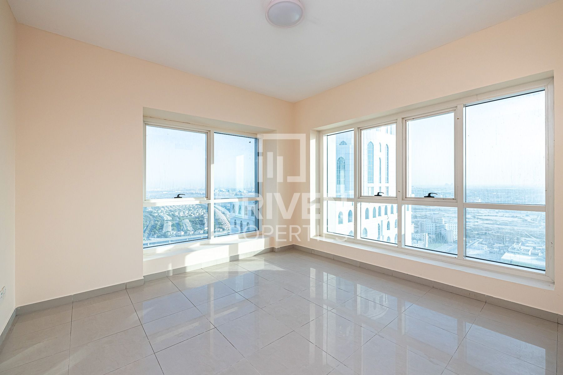 Apartment for Sale in Lake Point Tower - Jumeirah Lake Towers