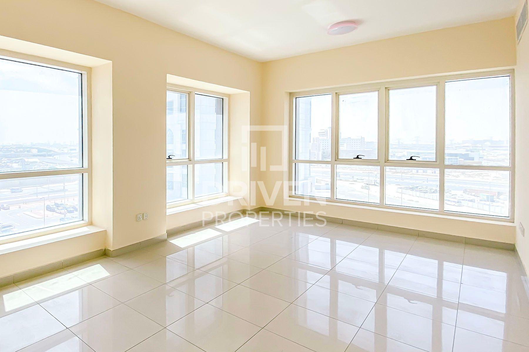 980 قدم مربع  شقة - للبيع - أبراج بحيرة الجميرا