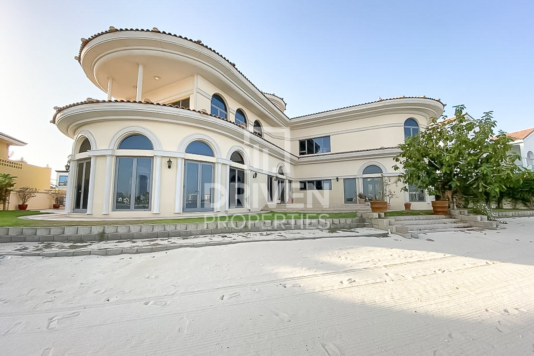 Luxurious and Large Villa with Sea Views