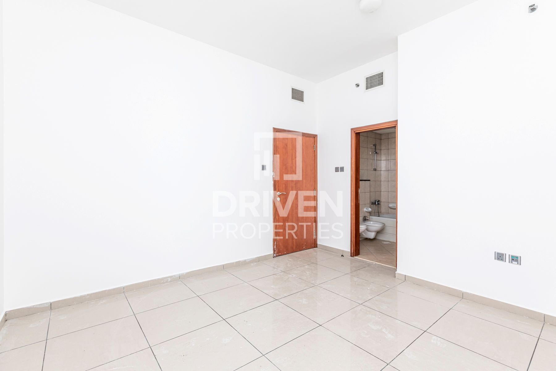 Well-maintained and Bright Apt | Sea View