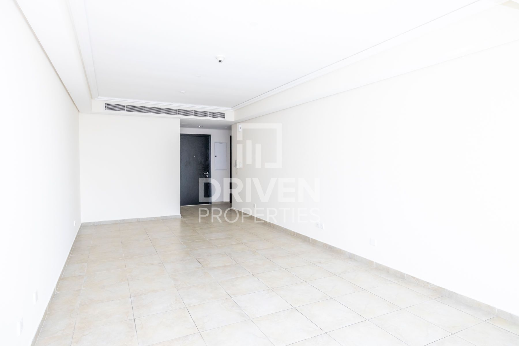 Huge 3 BHK Apartment | Well-Maintained