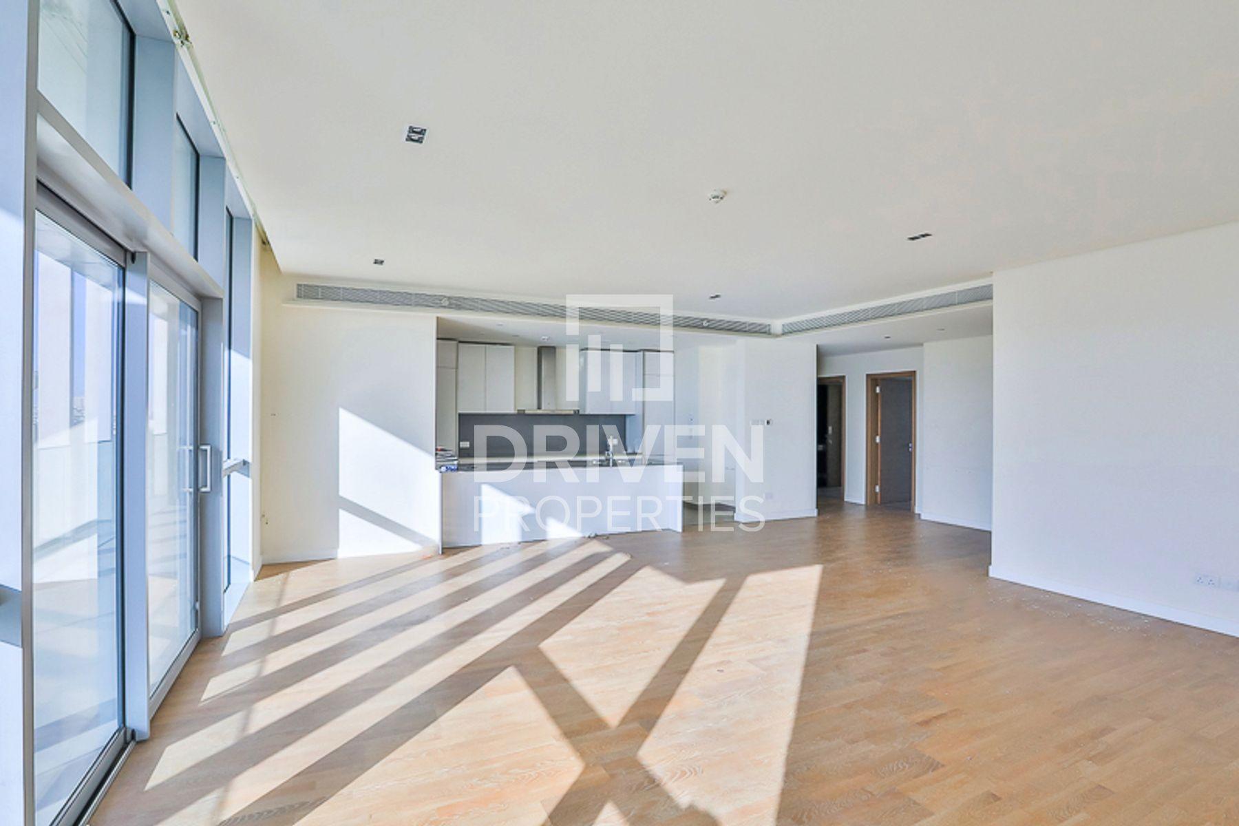 Large Apt plus Maid Room | Stunning View
