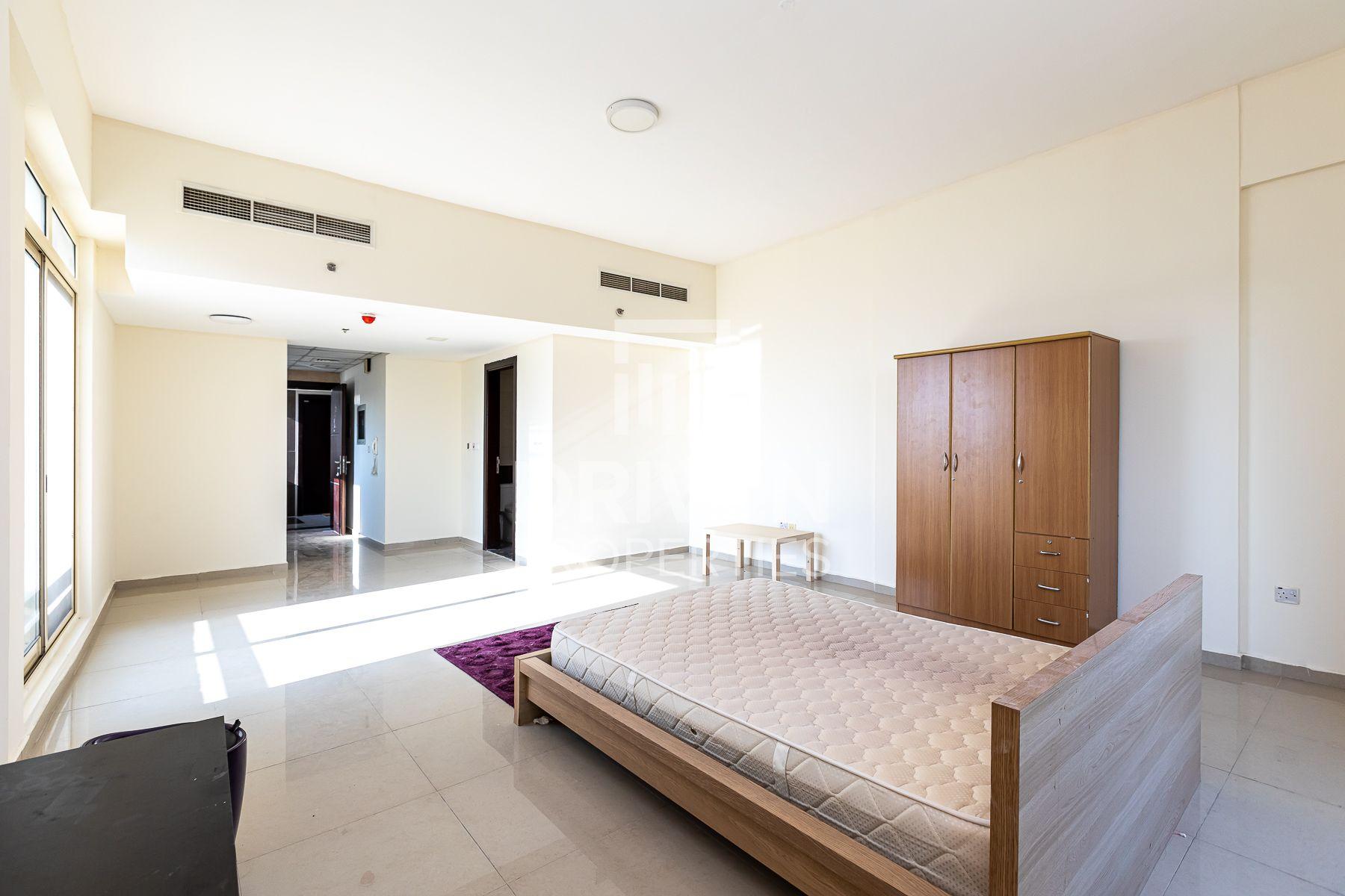 Well-managed Studio Apartment w/ Balcony