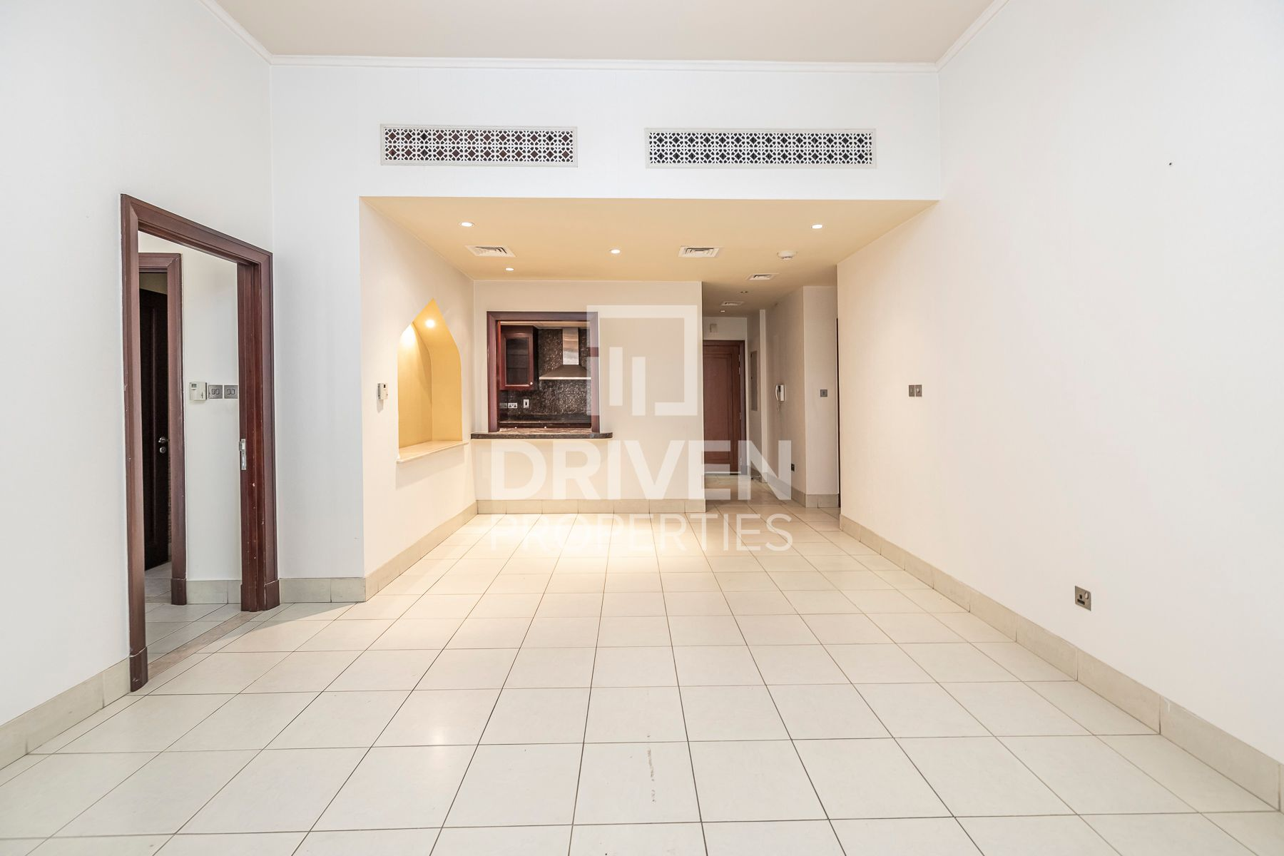 Bright unit with Private Garden | Vacant