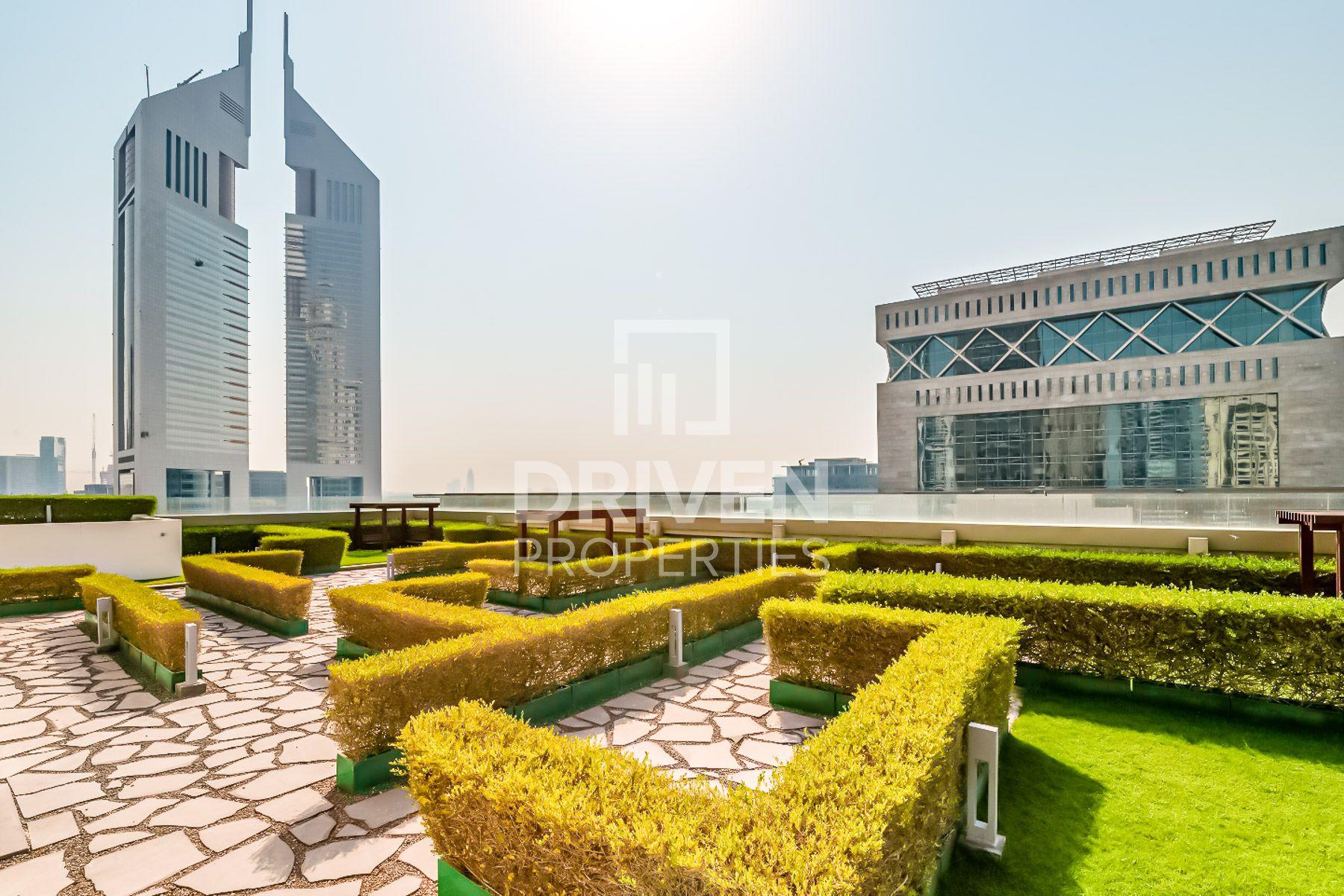 للايجار - طابق كامل - برج ميز - شارع الشيخ زايد