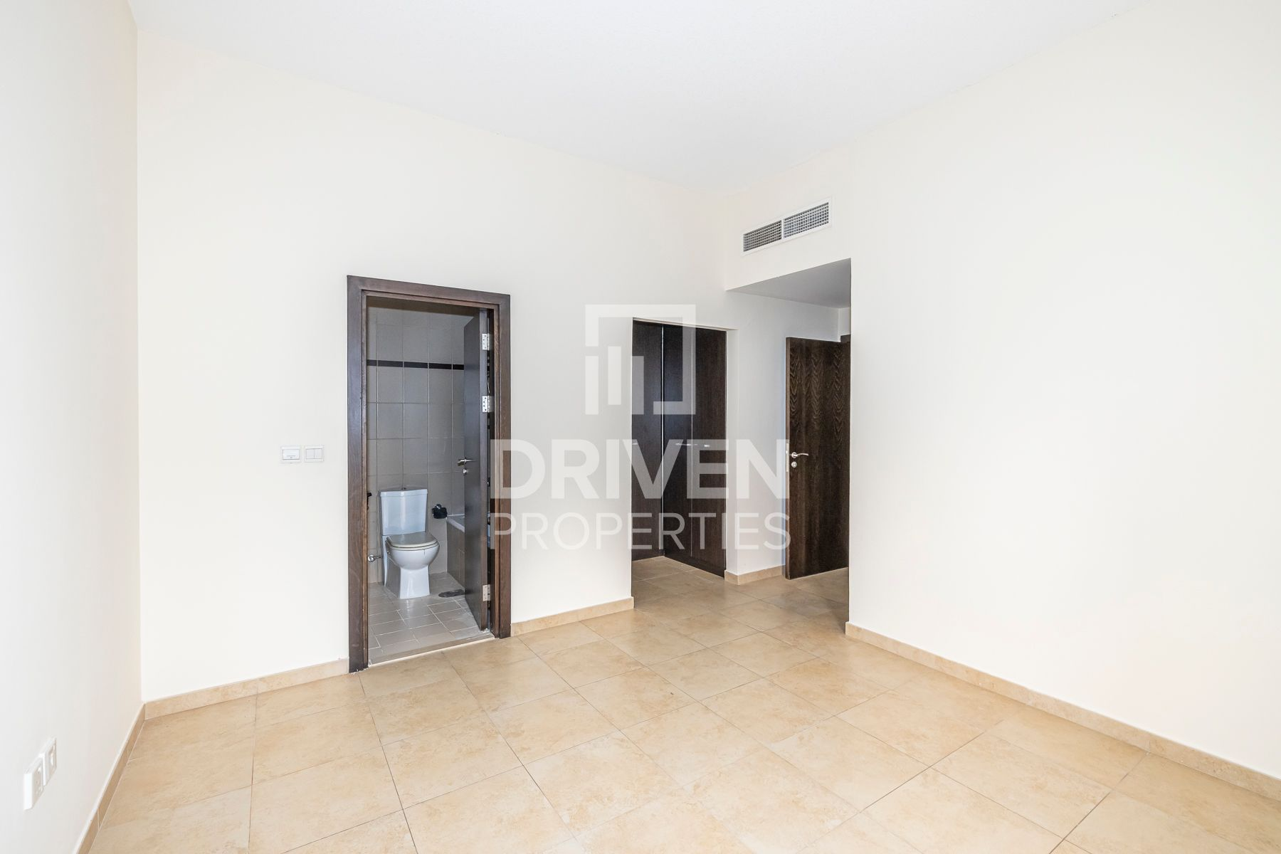 Apartment for Sale in Al Thamam 05 - Remraam