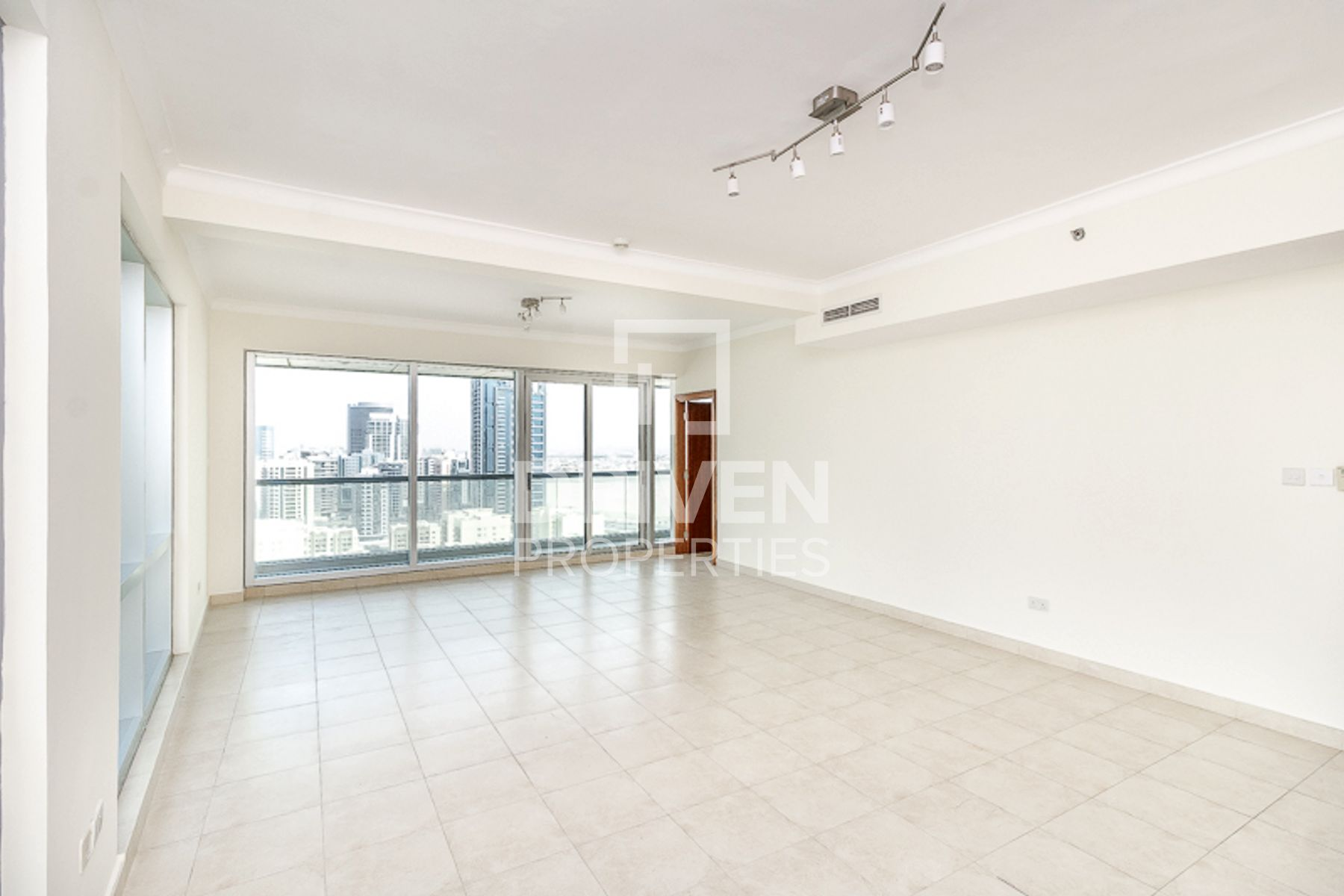 Spacious 2 Bed apartment | W/ Canal view