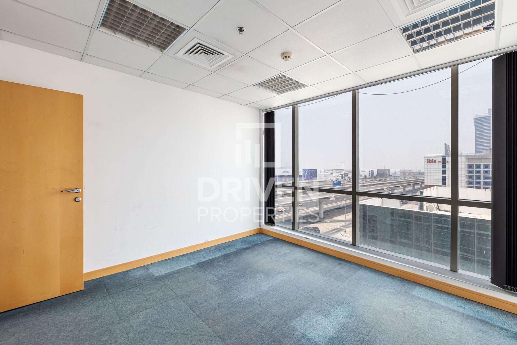 980 قدم مربع  مكتب - للايجار - البرشاء