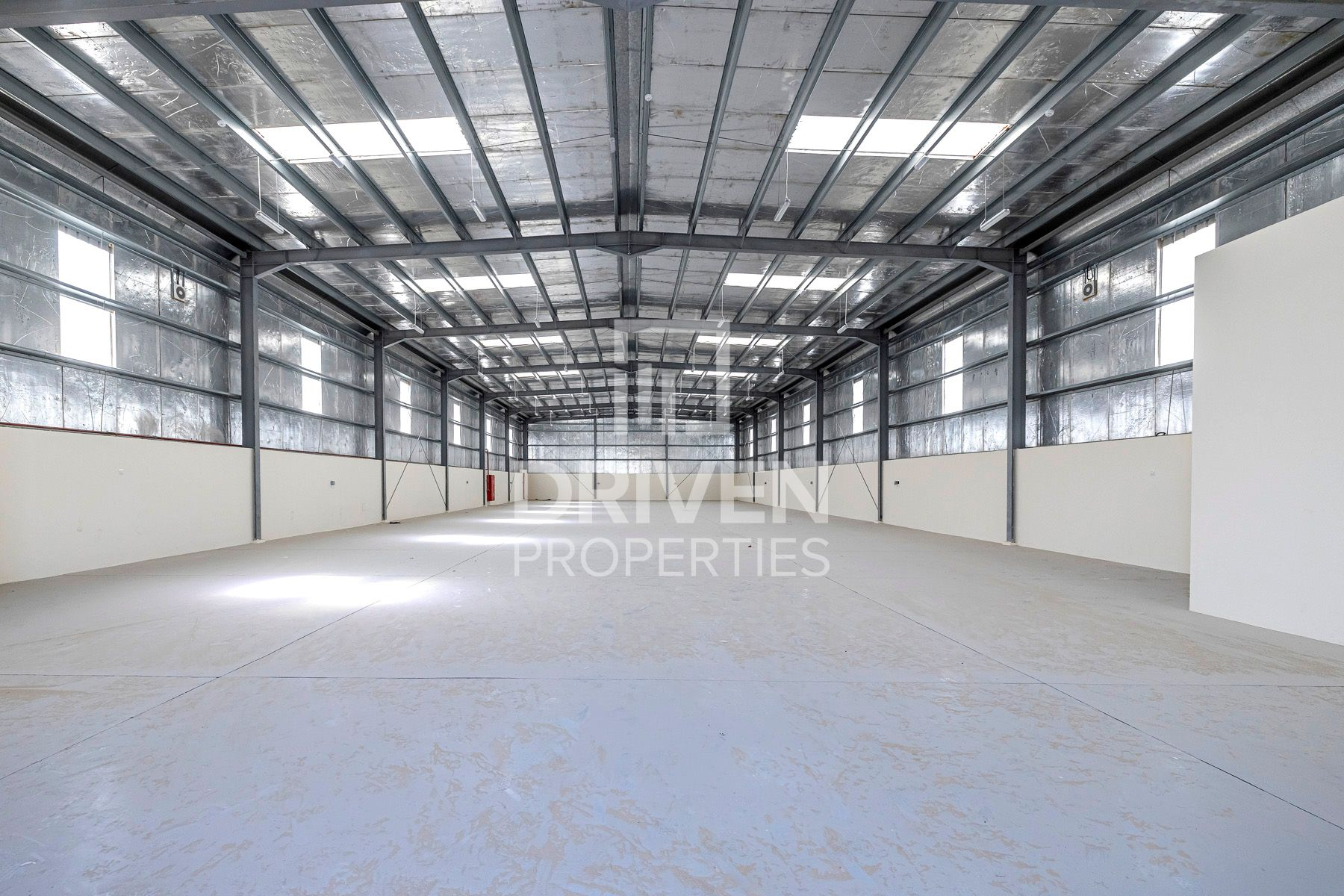 Well-maintain & Prime Location Warehouse