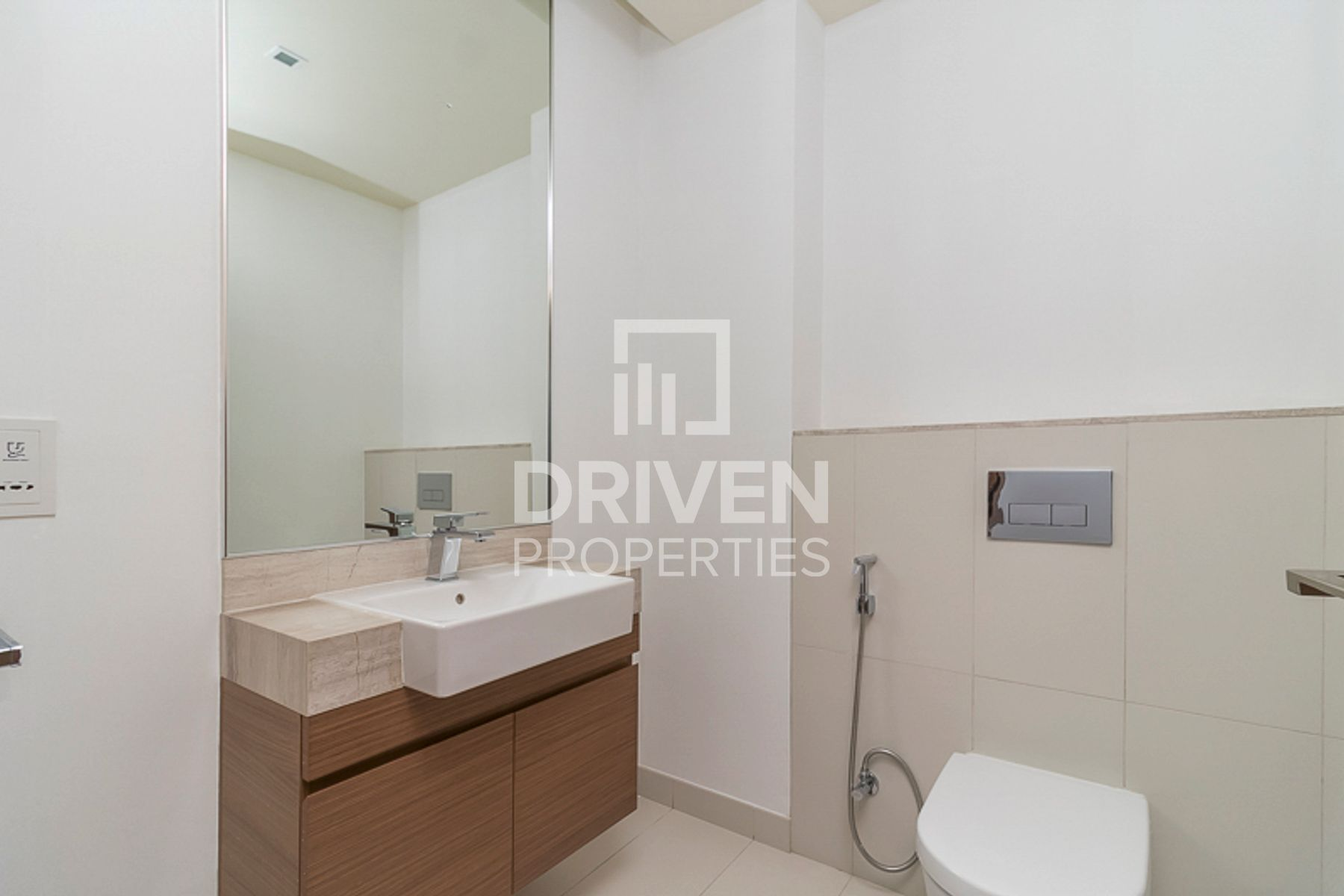 Huge 1br in high demand   Courtyard view