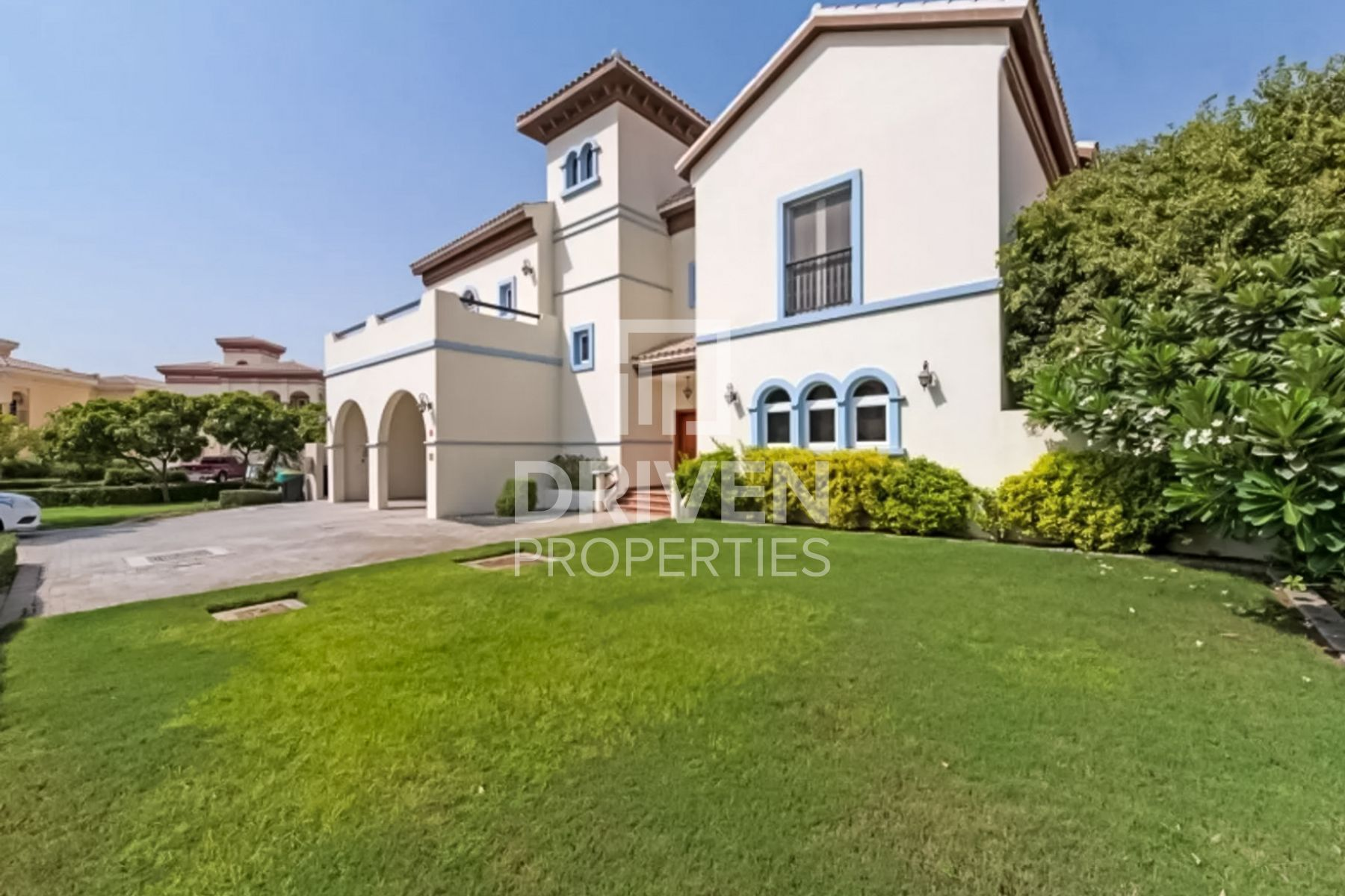 Corner | Best 5 Bed Villa | Private Pool