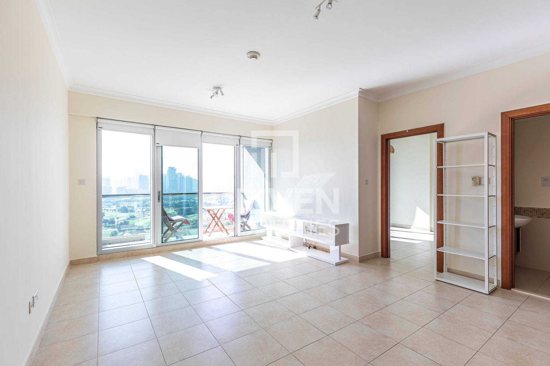 On High Floor Unit with Golf Course View