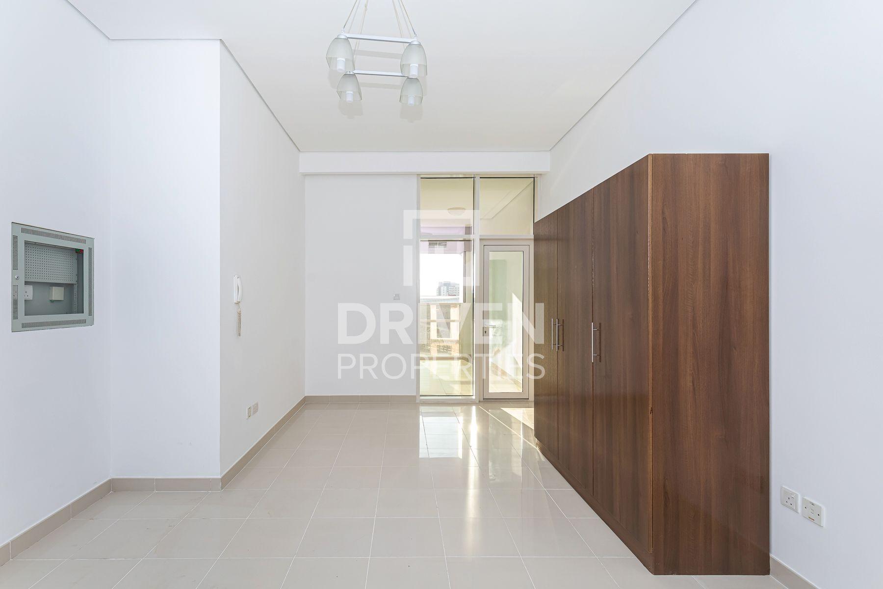 Modern and Spacious Studio | Nova Tower