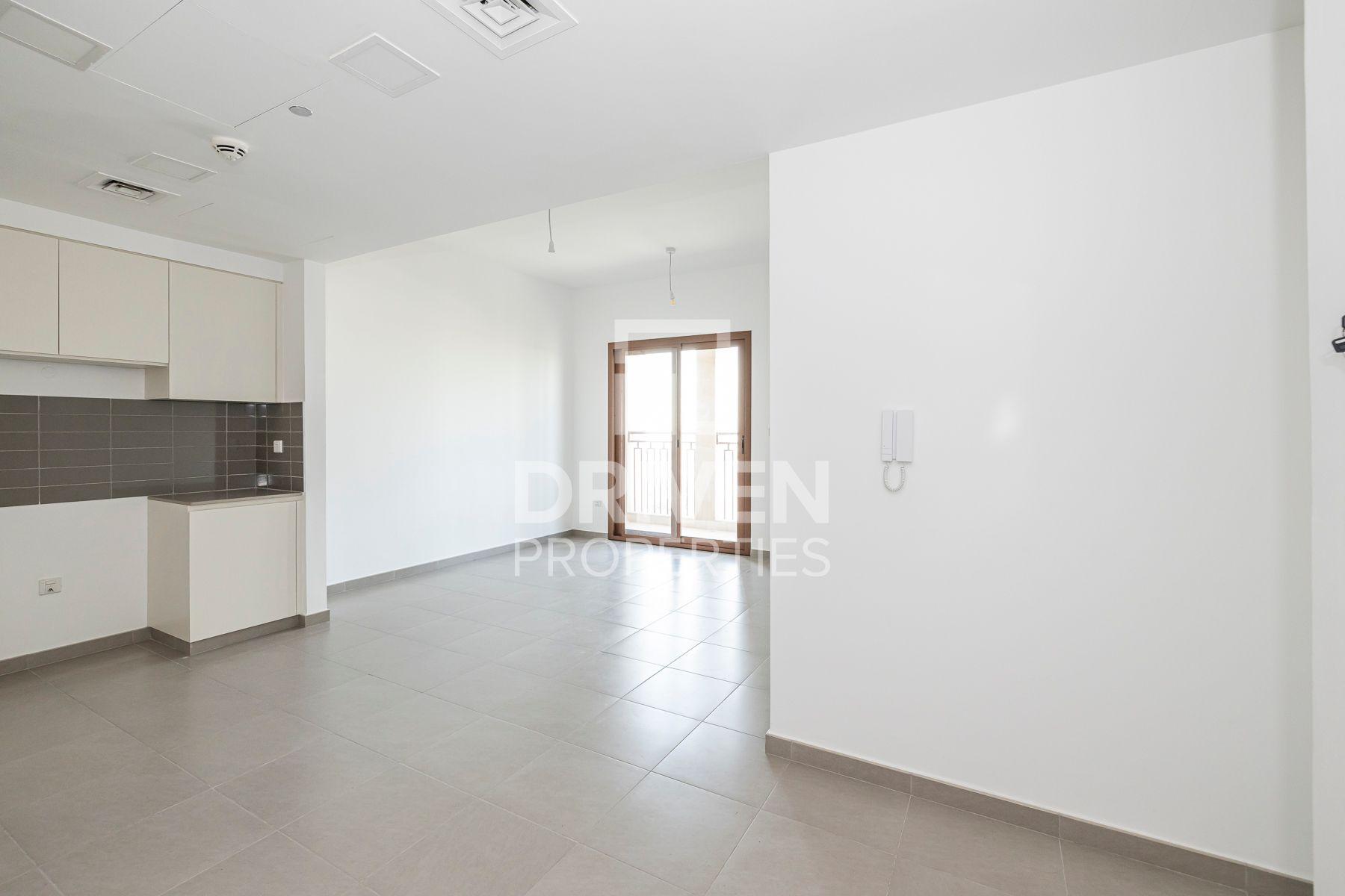 Community View | Low Floor | Bright unit