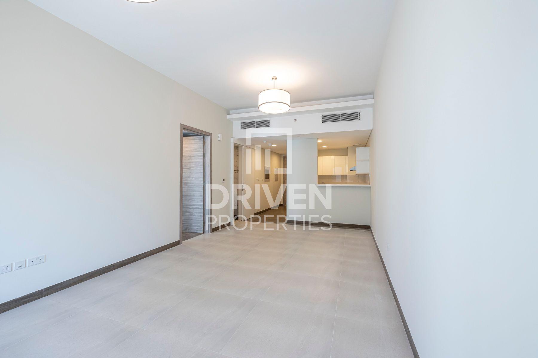 906 قدم مربع  شقة - للايجار - الخليج التجاري