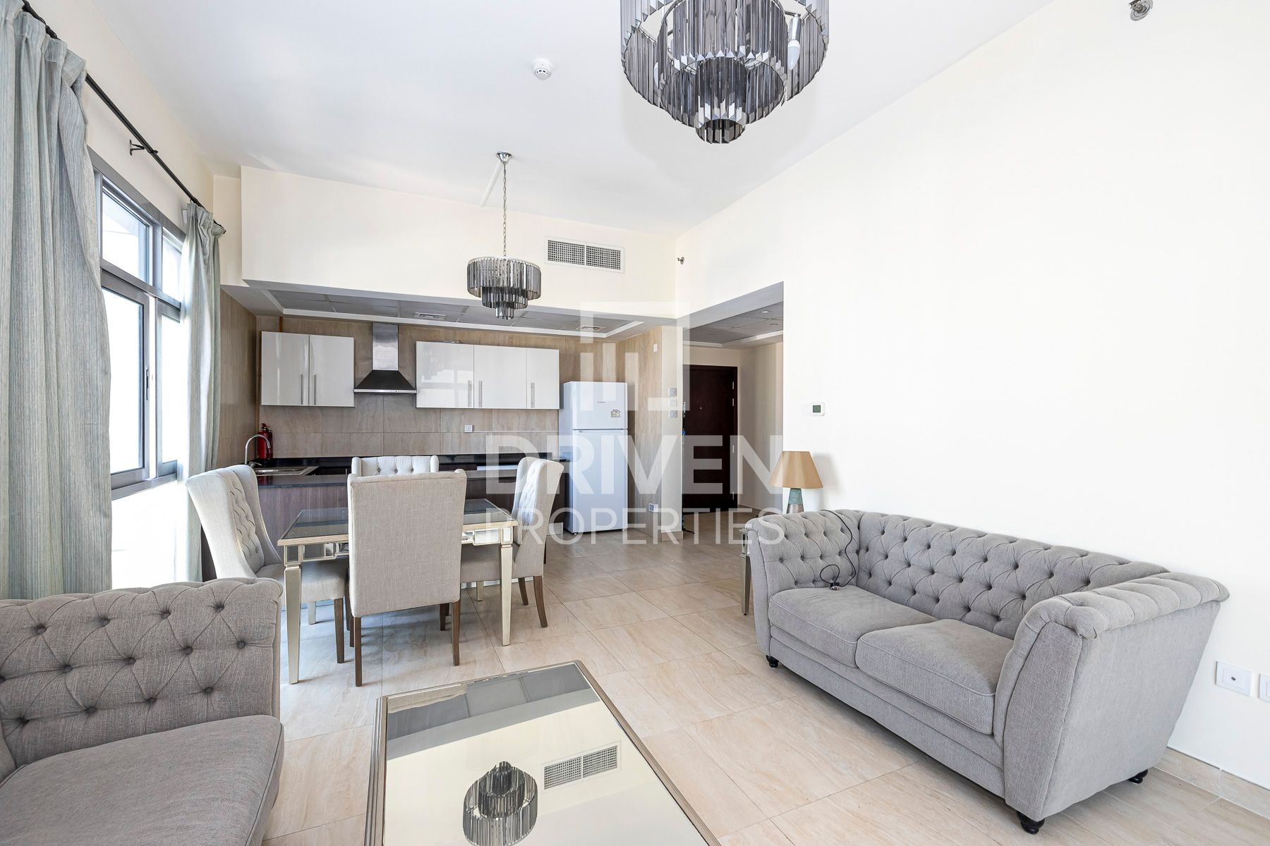 Lovely Unit | Close to Metro | Mid Floor