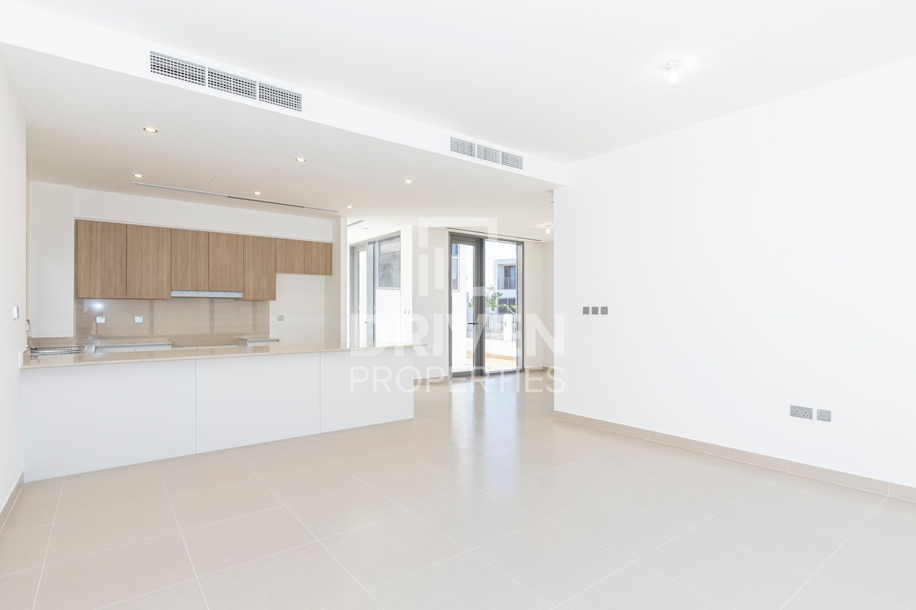 Vacant | Corner 3 Bed Villa | Large Plot