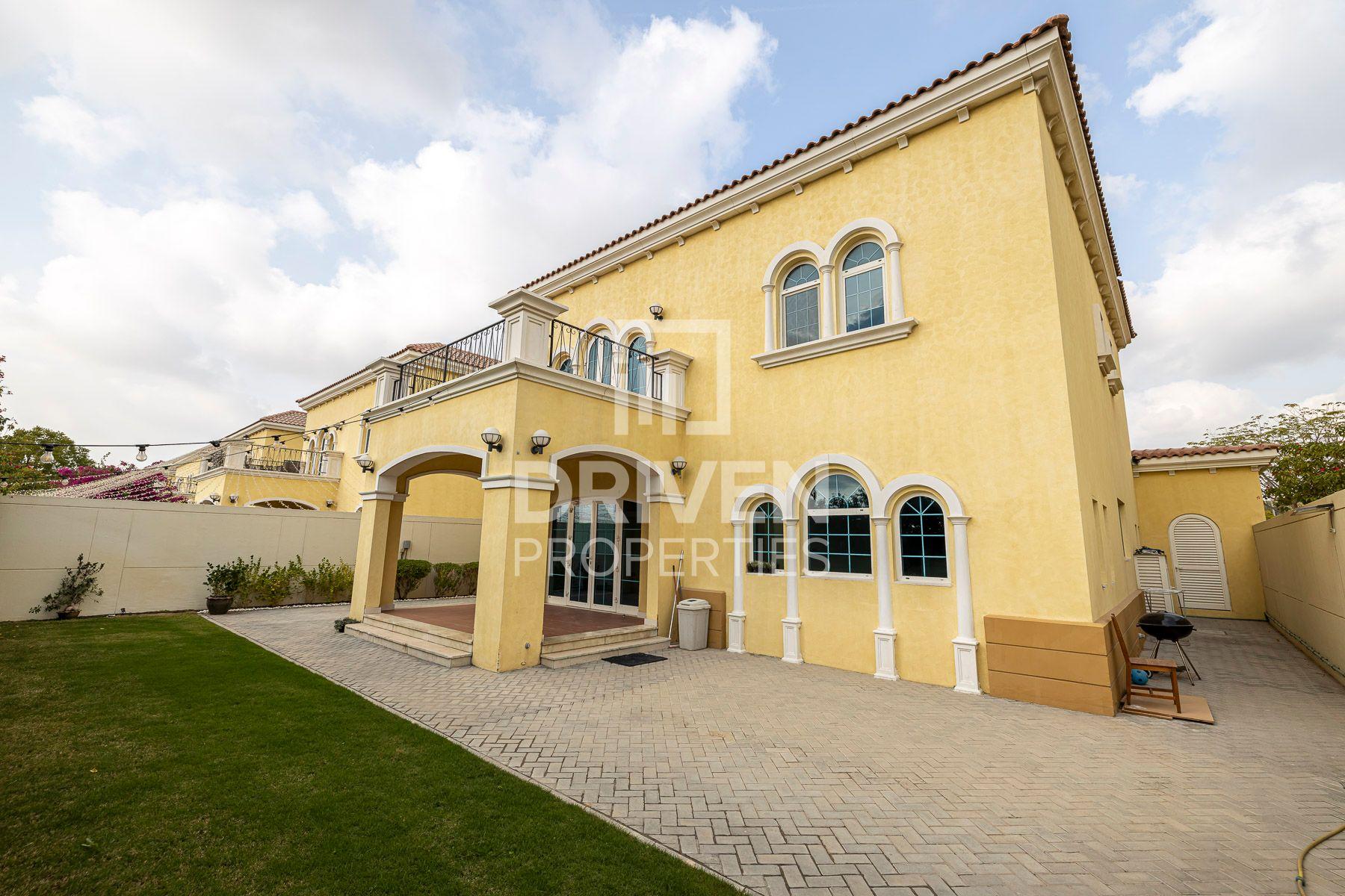 Large Plot and Single Row | Vacant Villa