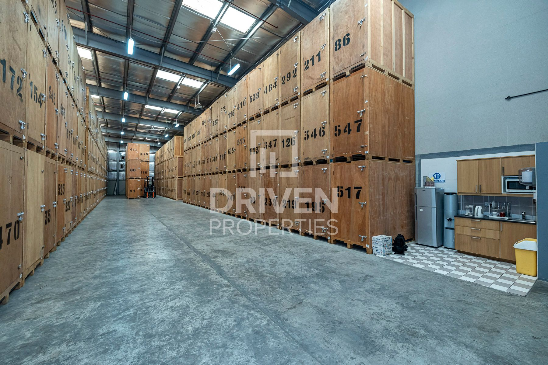 High ROI   Well-managed Warehouse in DIP
