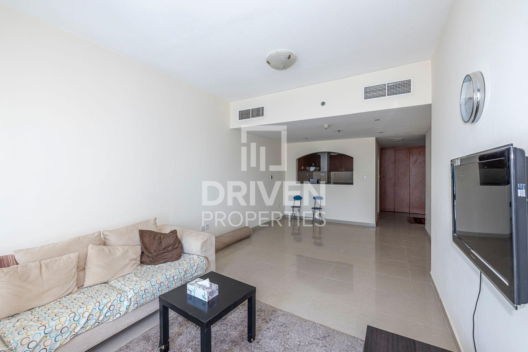 900 قدم مربع  شقة - للبيع - أبراج بحيرة الجميرا