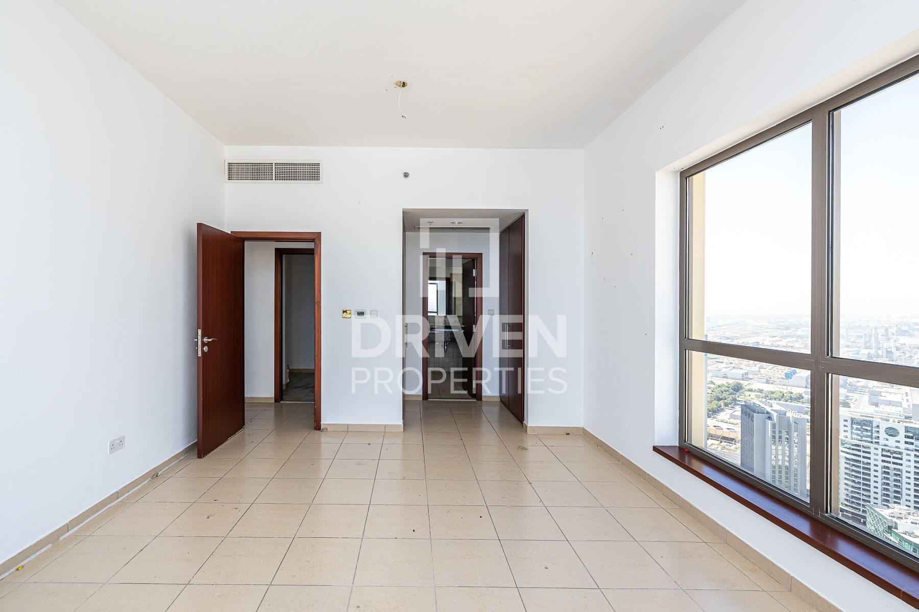 Well-kept and High Floor Apt w/ Sea View