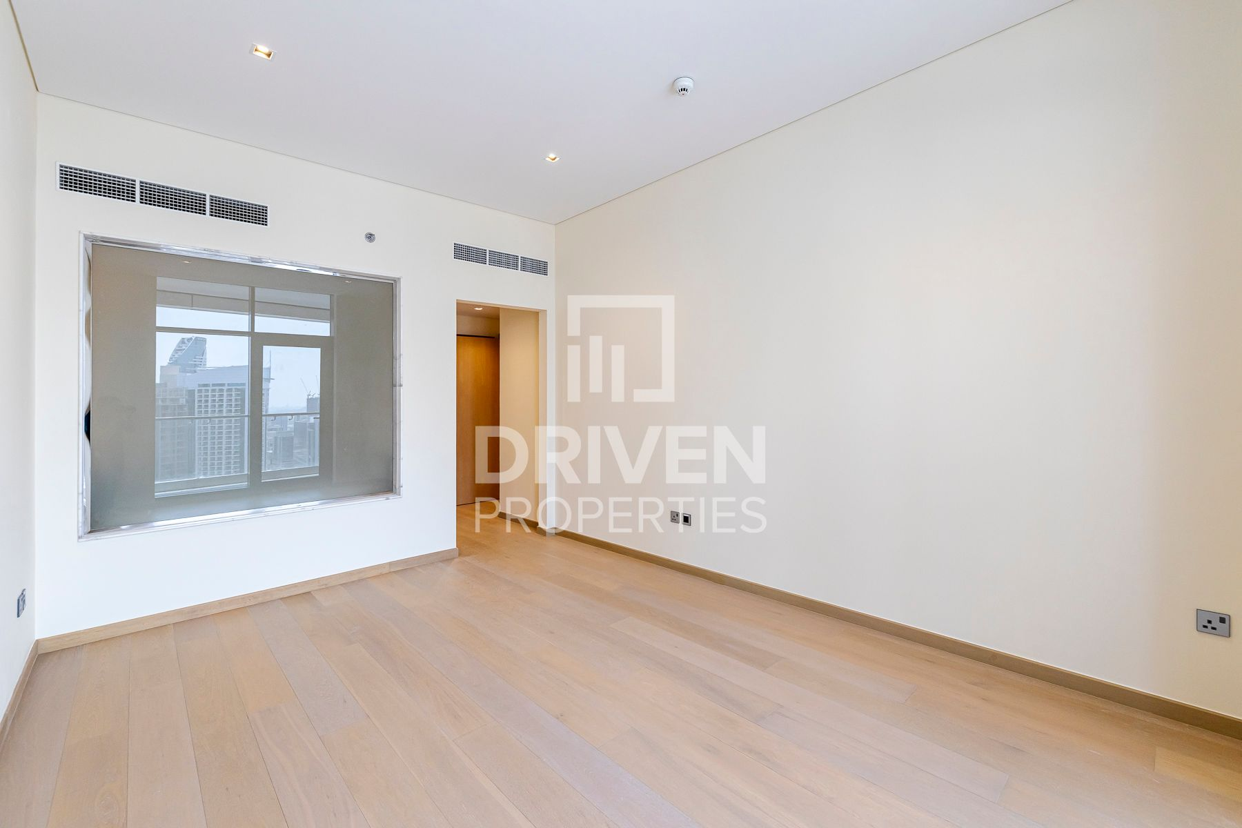 Rare Layout and Vacant | High Floor | 2+Maids