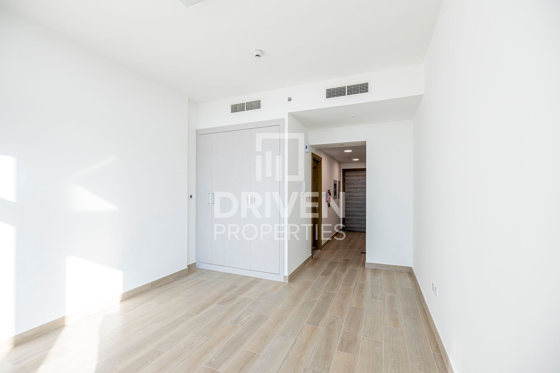 High ROI | Ready to move in | Bright Apt
