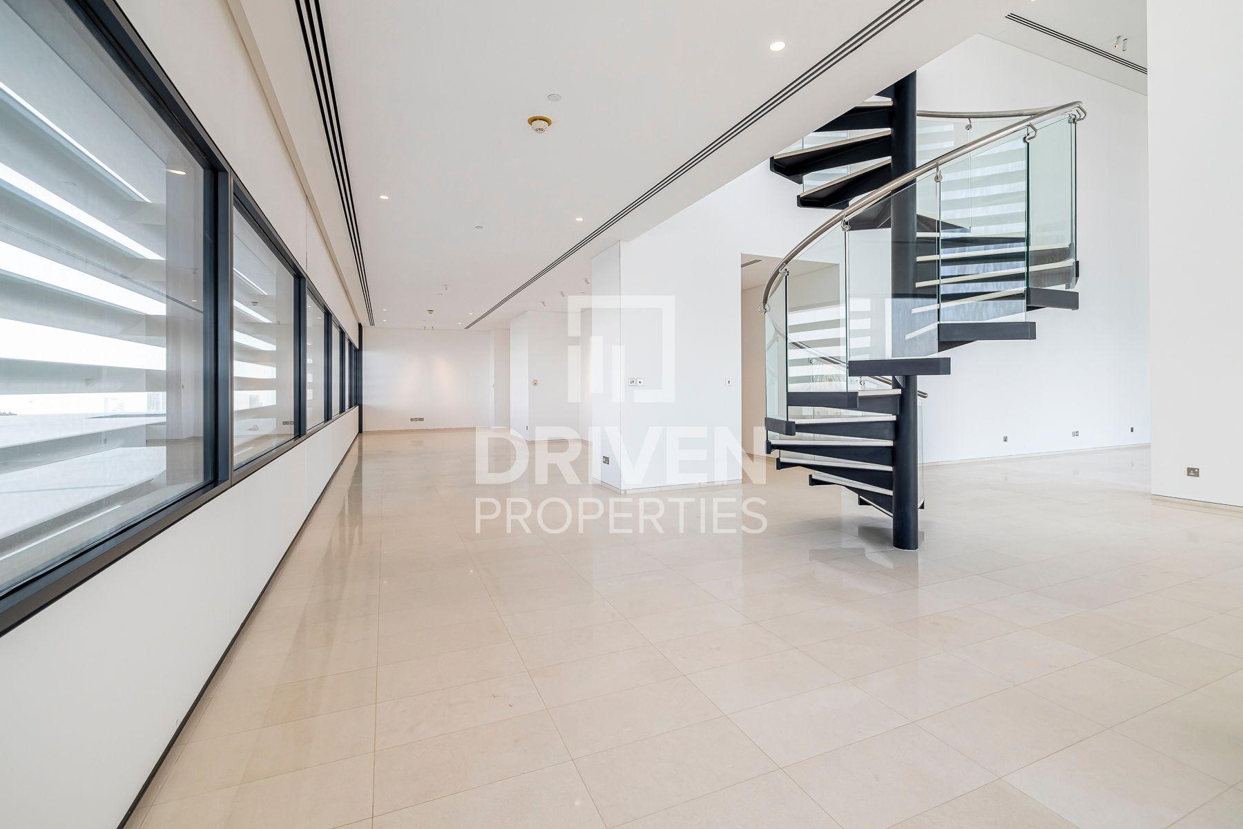Large Duplex Penthouse | Prime Location