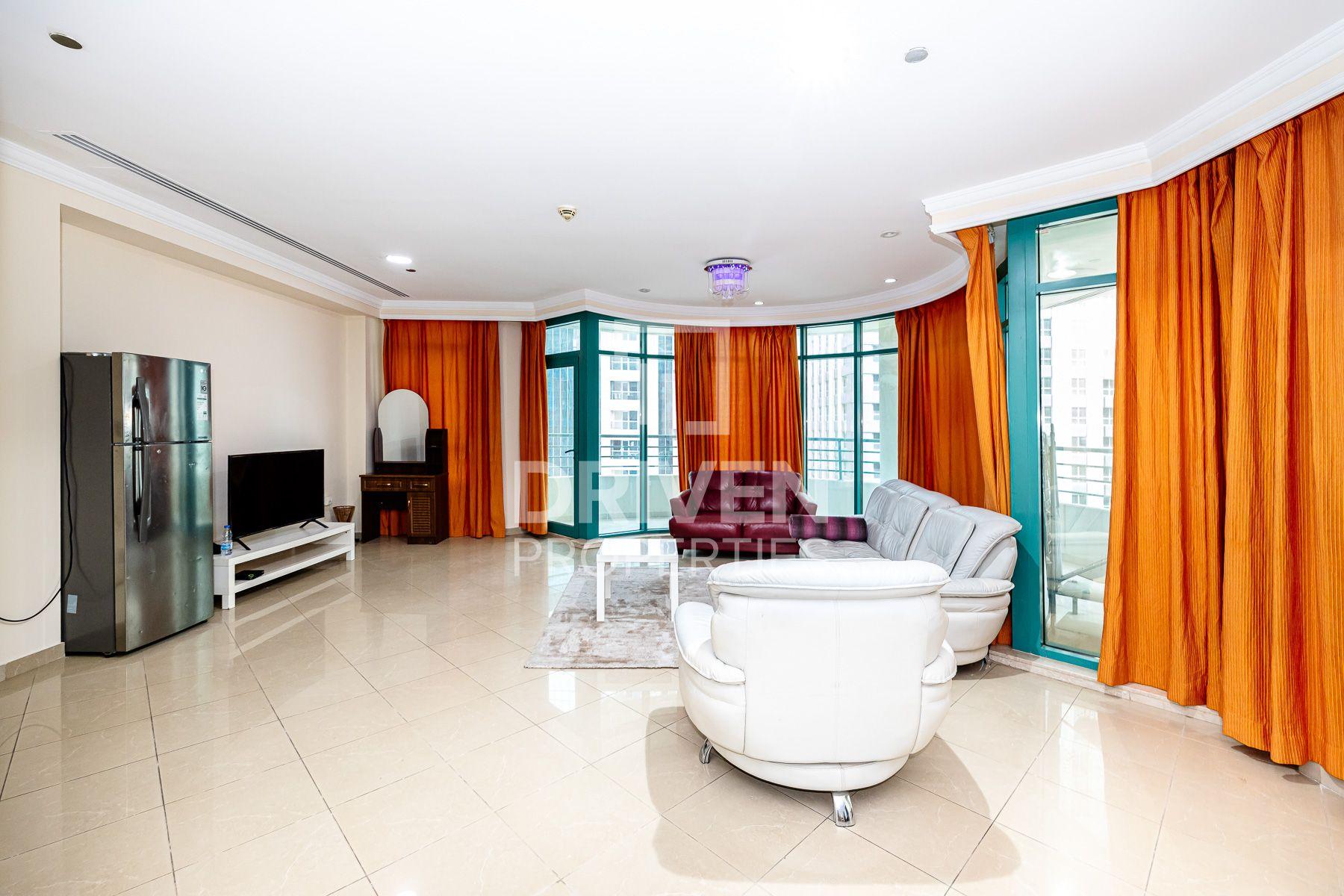 High Floor and Sea View Apt w/ Maid Room