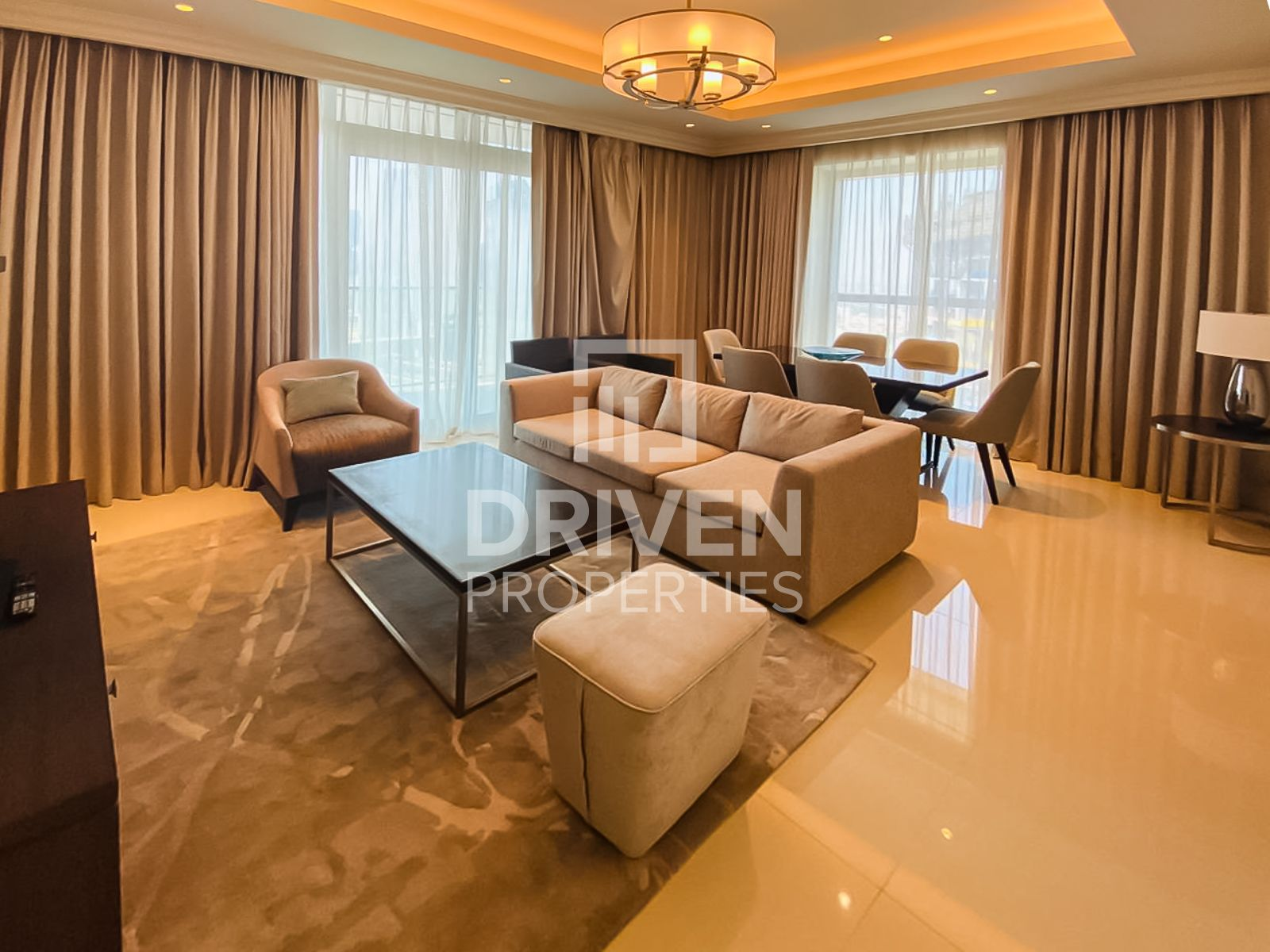 Luxurious 3 Bedrooms with Burj Khalifa view