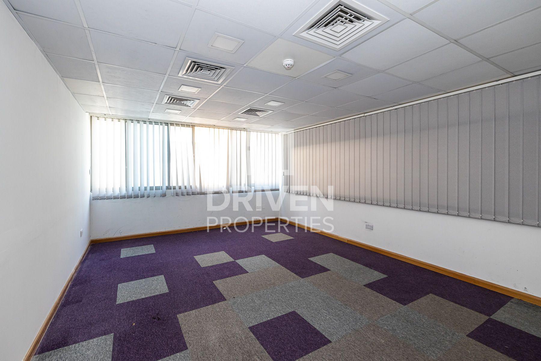 1,525 قدم مربع  مكتب - للايجار - الكرامة