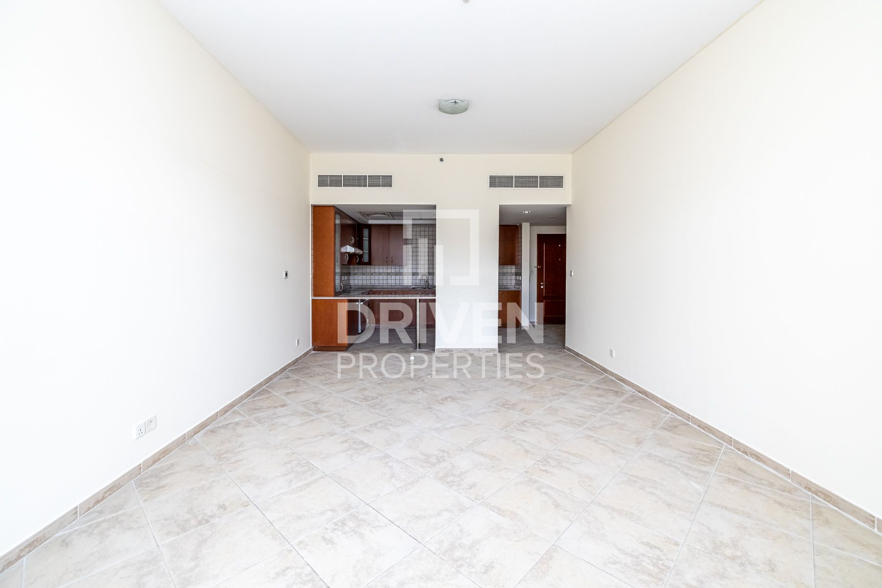 Spacious and Bright Apt with Garden View
