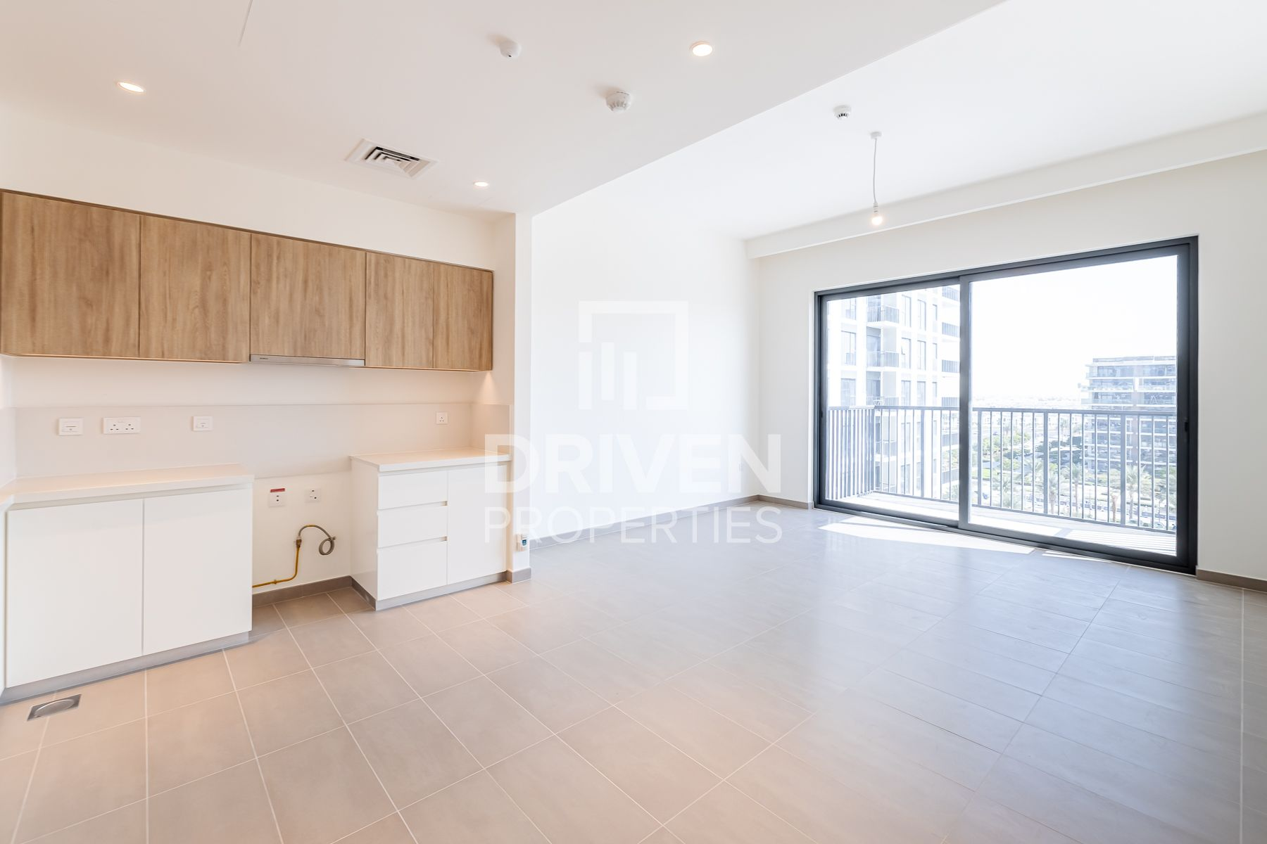 High-end and Brand New Unit w/ Pool View