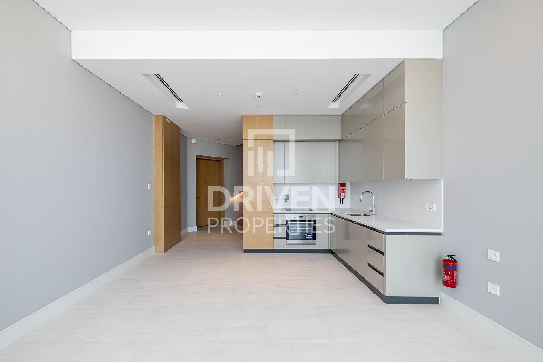 Duplex   High Floor Apt w/ Best Location